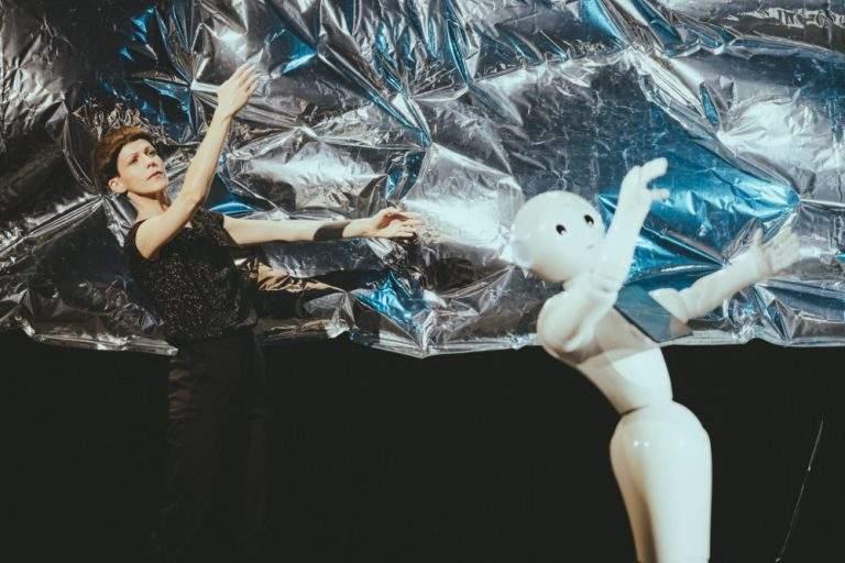 Roboter Pepper tanzt